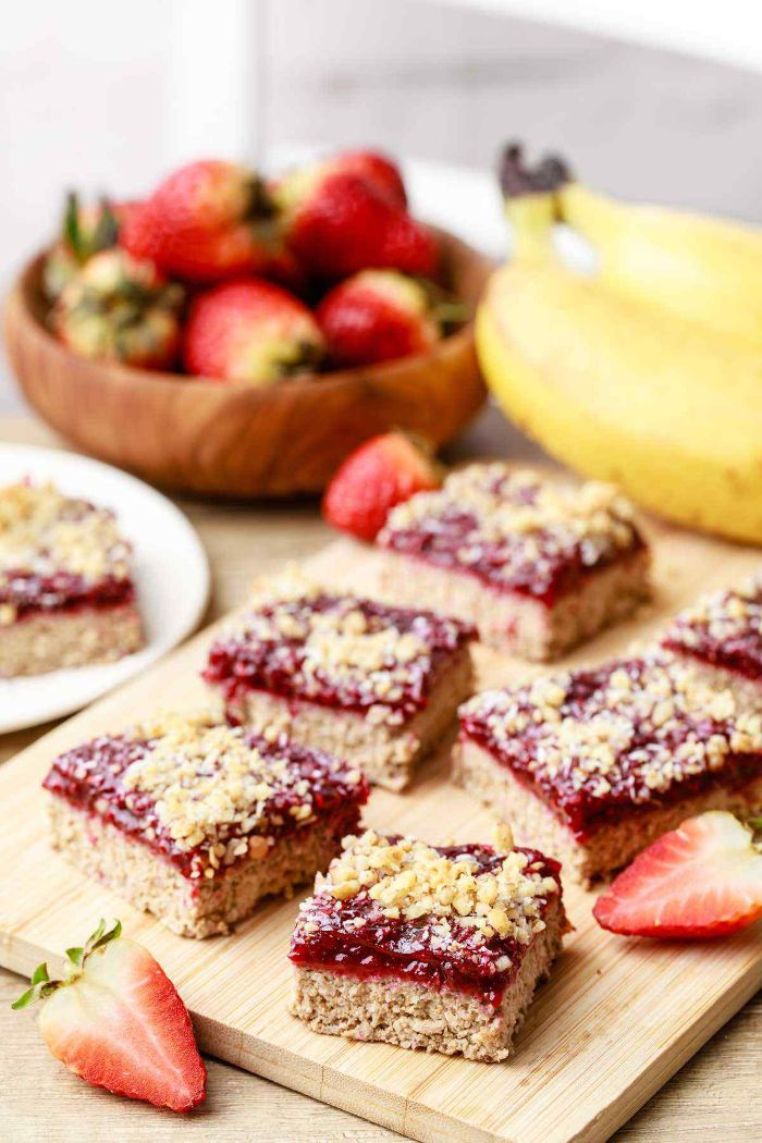 comment faire des barres à la banane, noix de coco avec confiture de fraises sans sucre, regime keto recette petit dejeuner dessert keto