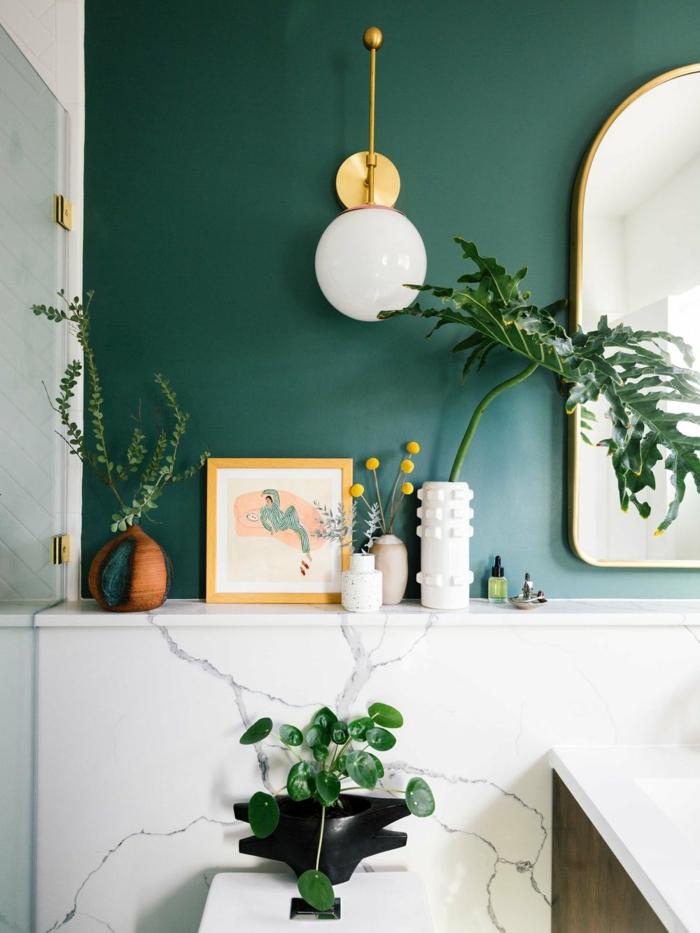 Mur sombre bicolore en peinture verte et marbre blanc, couleur salle de bain, peinture vert d'eau salle de bains zencouleur salle de bain, peinture vert d'eau salle de bains zen