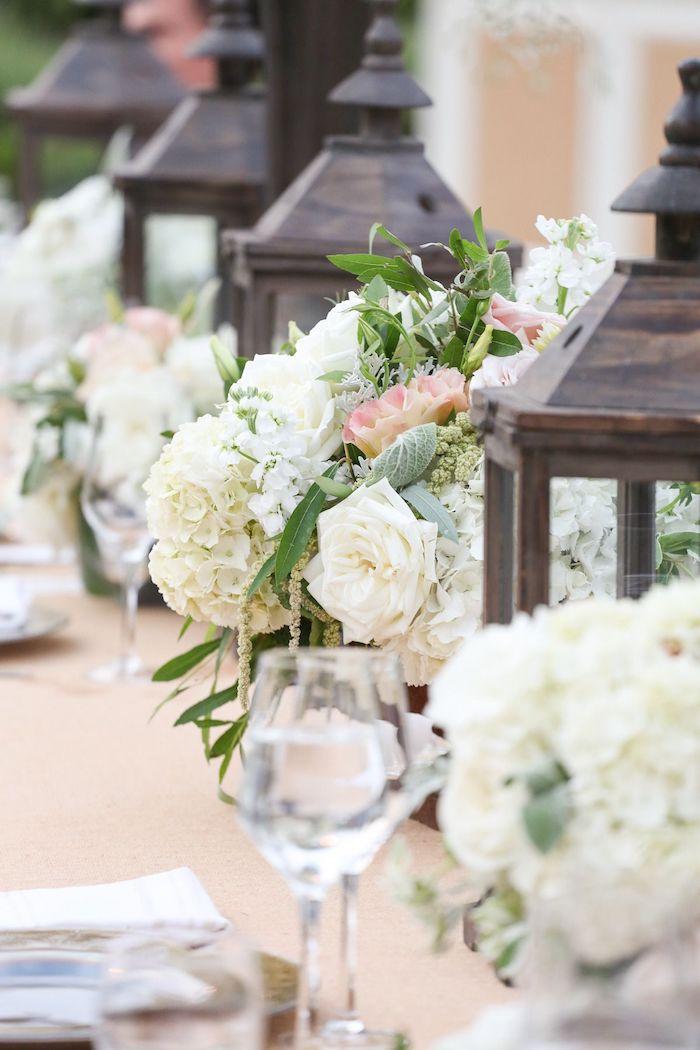 Blanches fleurs pour une décoration en blanc et beige deco champetre, inspiration mariage champêtre chic fleurie