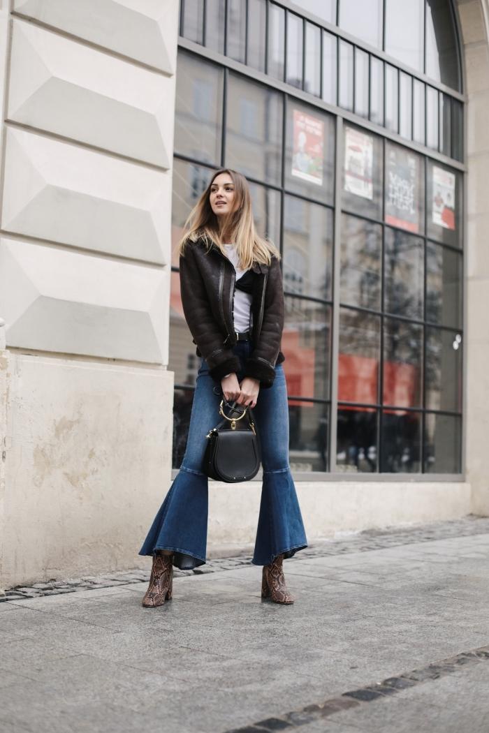comment bien s'habiller femme au printemps, idée de tenue chic femme en jeans évasés et blouson aviateur en noir
