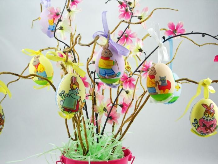 idée activité paques facile, loisir créatif décoration d'oeufs de Pâques pour enfants, modèle arbre DIY en branches