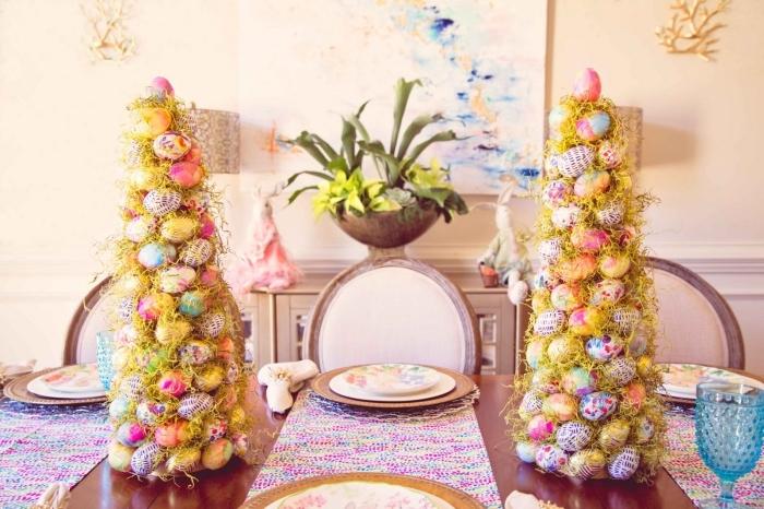 decoration paques facile, idée comment décorer la table de Pâques avec centre de table original en forme de sapin