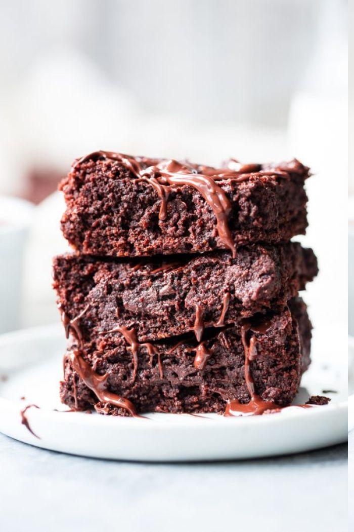 comment faire des brownies cetogenes à base de farine d amande et cacao, menu cetogene exemple de eptit dejeuner sain
