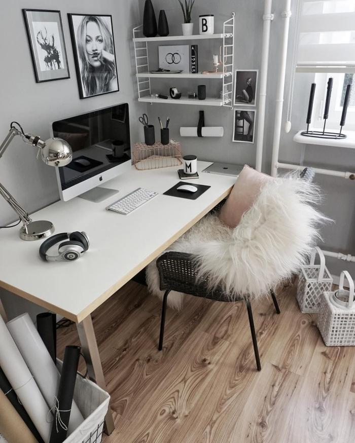 comment décorer son espace de travail à domicile avec objets stylés, idée agencement bureau facile avec meuble bois et chaise métal