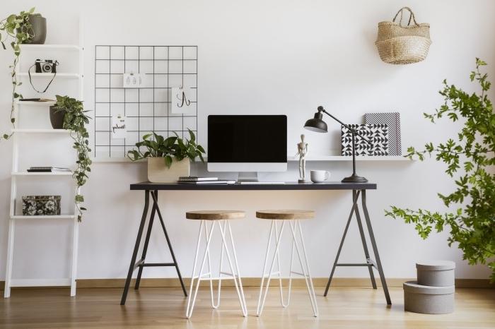 comment décorer son espace de travail à domicile, idée bureau deco de style minimaliste avec plantes et objets en bois