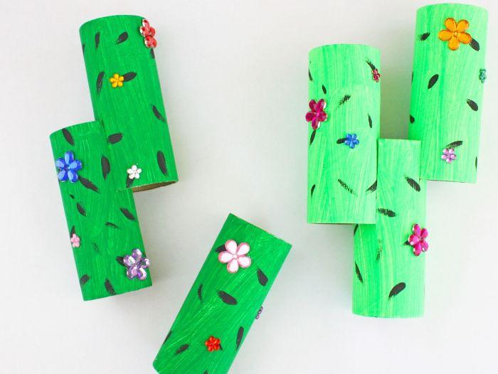 bricolage rouleau papier toilette simple, fabrquer cactus dans rouleau décoré de fleurs décoratives simples