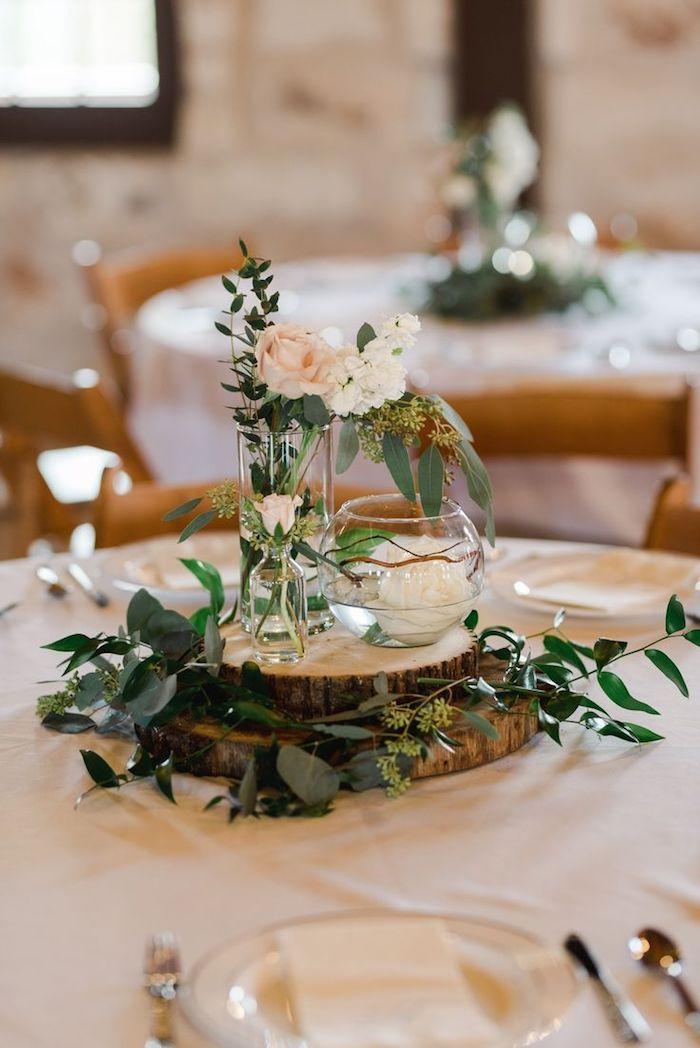 Pied d'arbre pour centre de table décoré de fleurs, décoration mariage champêtre chic, mariée robe champetre belle
