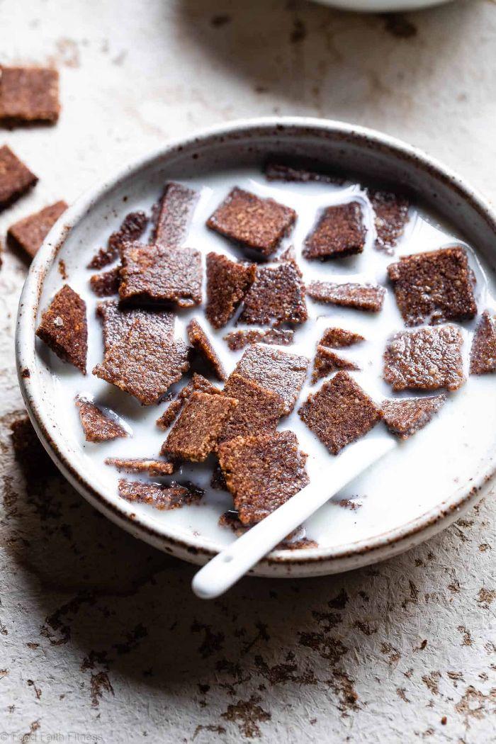 recette de ceresles cetogenes aux noix vsriées et cacao à consommer avec de lait