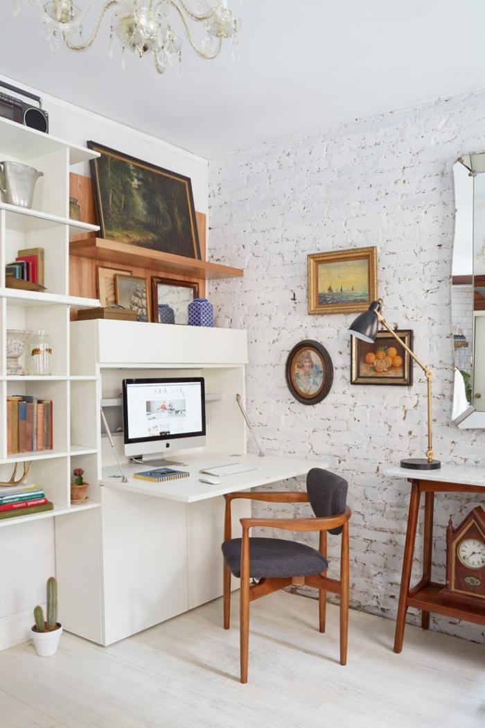 décoration espace de travail moderne en blanc et bois, modèle de console bureau dans une pièce avec mur en briques blanches
