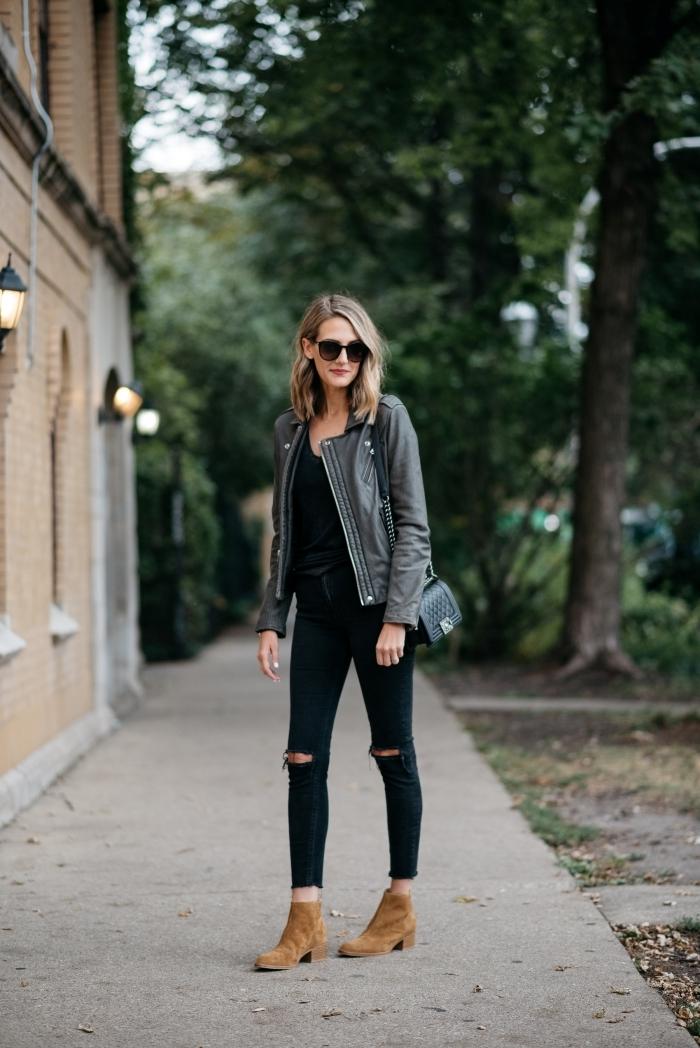 idée comment porter une veste simili cuir gris avec vêtements blouse et pantalon noir, exemple comment assortir les couleurs de ses vêtements