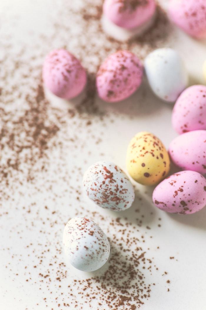 Chocolat de pâques oeufs colorés, idée bricolage de paques, idee cadeau paques original pour la fete