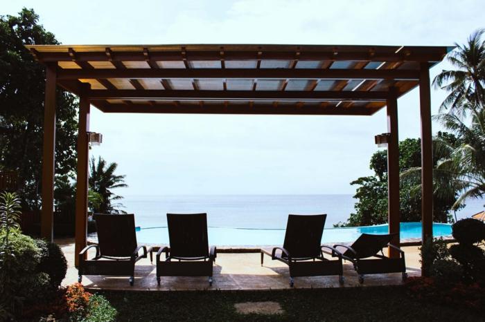 Chouette idée pour bien e reposer autour de la piscine et profiter de l'ombre d'une pergola