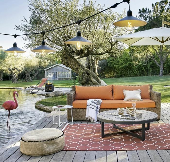 Table basse ronde, tapis motif géométrique, decoration exterieur, amenagement terrasse jardin originale et coloré