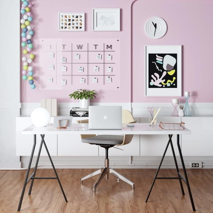 idée décoration home office pour femme avec mur bicolore en blanc et rose, aménagement bureau à domicile moderne