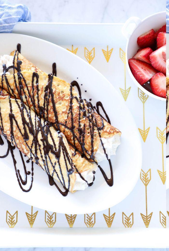 idee comment faire des crêpes keto à la farce de fromage ricotta et mascarpone avec chocolat et fraises