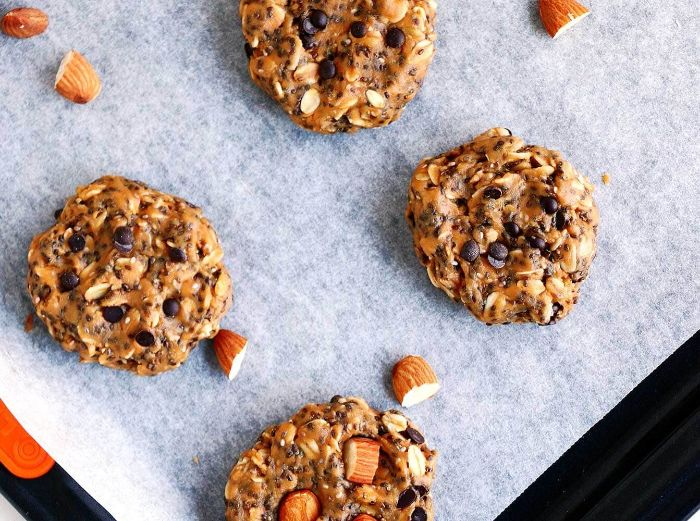cookies sans cuisson au beurre de cacahuete, amandes, graines de chia, pepites de chocolat et flocons d avoine, quoi manger keto pour maigrir