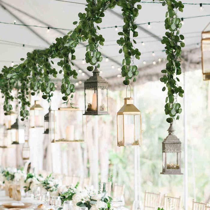 Guirlande lumineuse et lanternes pendantes du guirlande feuilles vertes, deco table mariage champetre, centre de table mariage champetre
