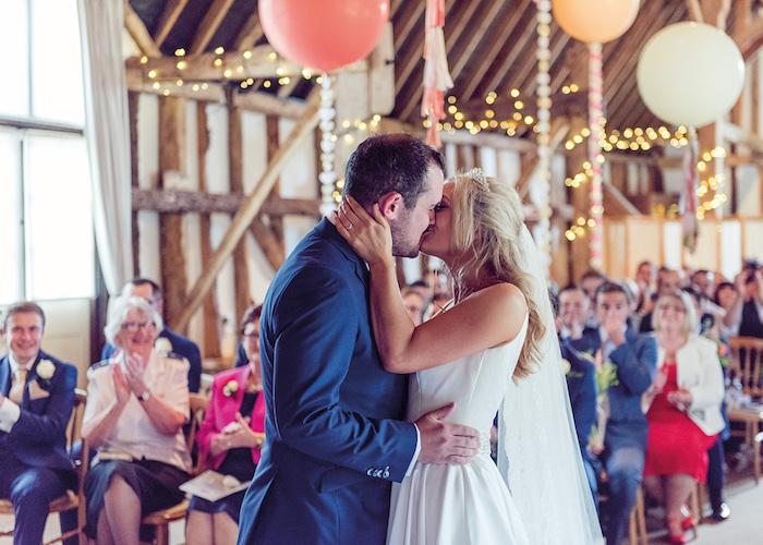 Couple amoureux mariage deco table champetre, comment décorer la réception de mariage