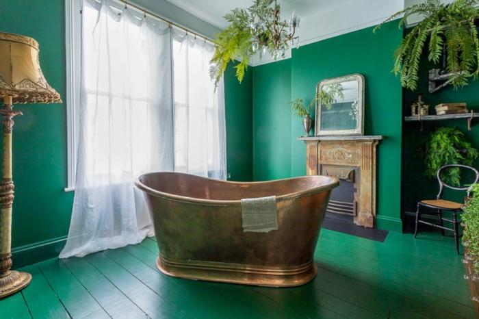 Salle de bain peinture verte, idée quelle couleur pour une salle de bain vintage, baignoire doré et plantes vertes