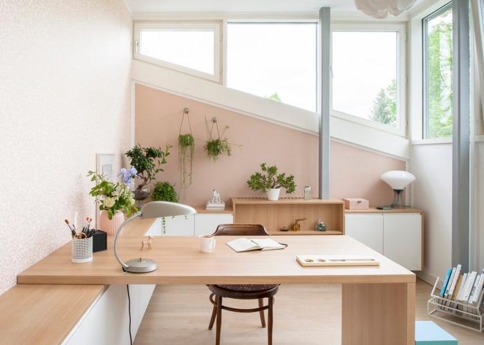 quelle peinture murale pour un coin de travail à domicile, bureau deco à domicile avec meubles en bois clair et blanc