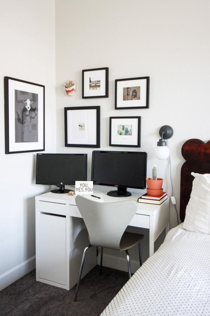 aménagement bureau à domicile dans une chambre à coucher blanc et noir, exemple home office avec bureau blanc
