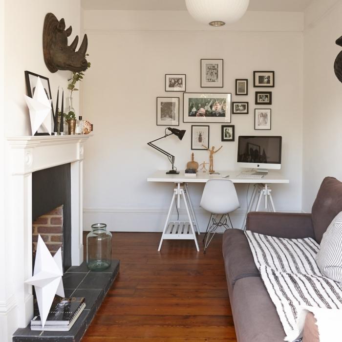 comment créer un coin de travail dans son salon, modèle de bureau blanc laqué avec rangement et chaise blanche et métal