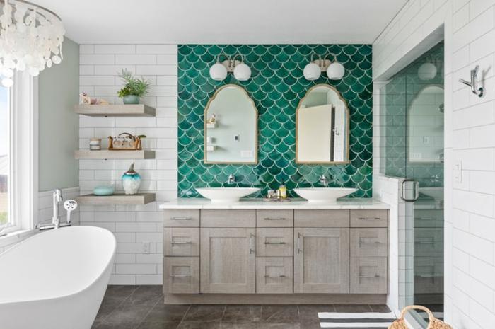 Sirène carrelage vert de bleu, cool idée pour l'aménagement petite salle de bain, originale idee salle de bain moderne