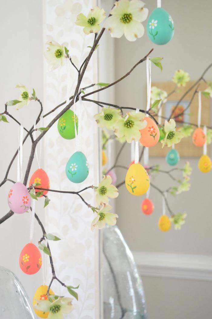 activité manuelle paques facile et rapide, DIY arbre en branches fleuris décorées d'oeufs de Pâques vidés et peints