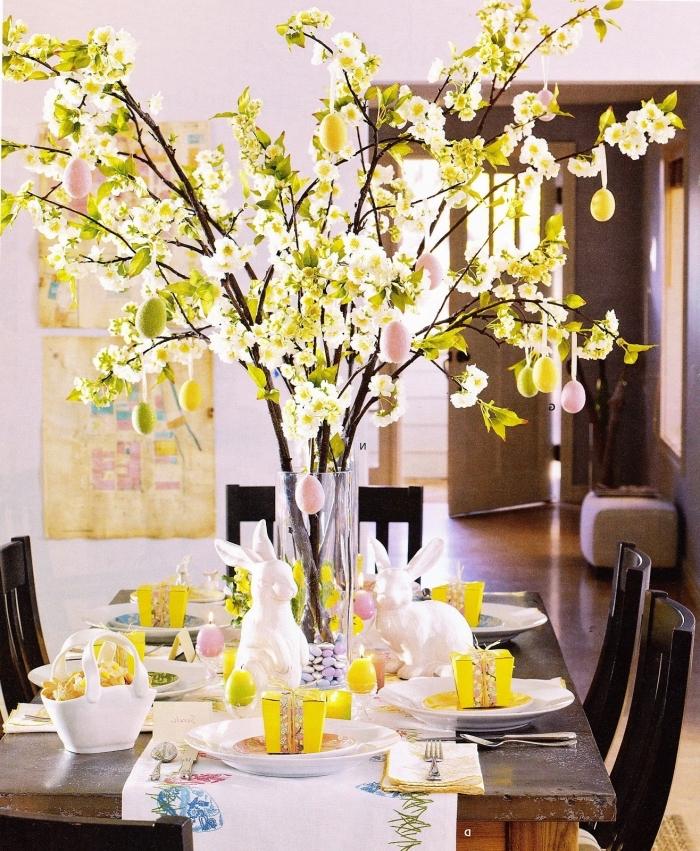 deco de paques facile à réaliser, exemple comment bien décorer une table de Pâques avec centre table original