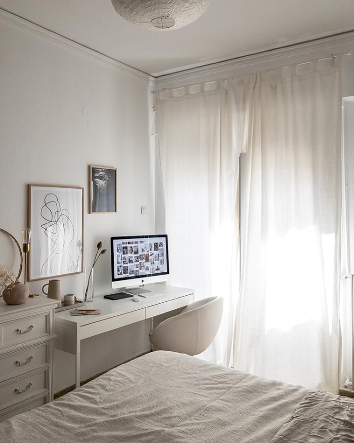 décoration chambre avec espace de travail, décoration bureau avec tiroir blanc avec objets d'art, idée petit coin travail dans chambre