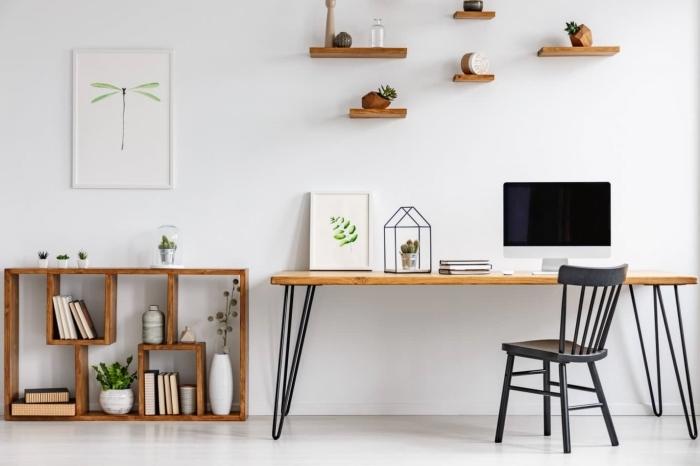 comment décorer son coin office à domicile, idée de bureau en bois avec pieds en métal, décoration espace de travail maison