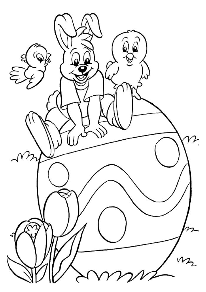 exemple de coloriage maternelle facile pour petits, dessin de Pâques à colorer avec oeuf géant et petits oiseaux