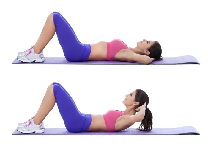 pratiquer du sport a la maison, quel exercice facile à faire chez soi pour muscler ses abdominaux, exemple comment faire des crunches