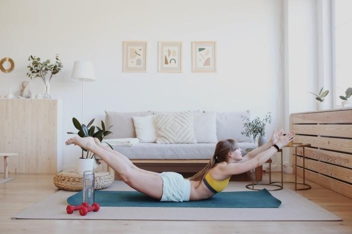 application sport gratuite pour faire des exercices chez soi, exemple d'exercice superman pour les abdominaux et le dos