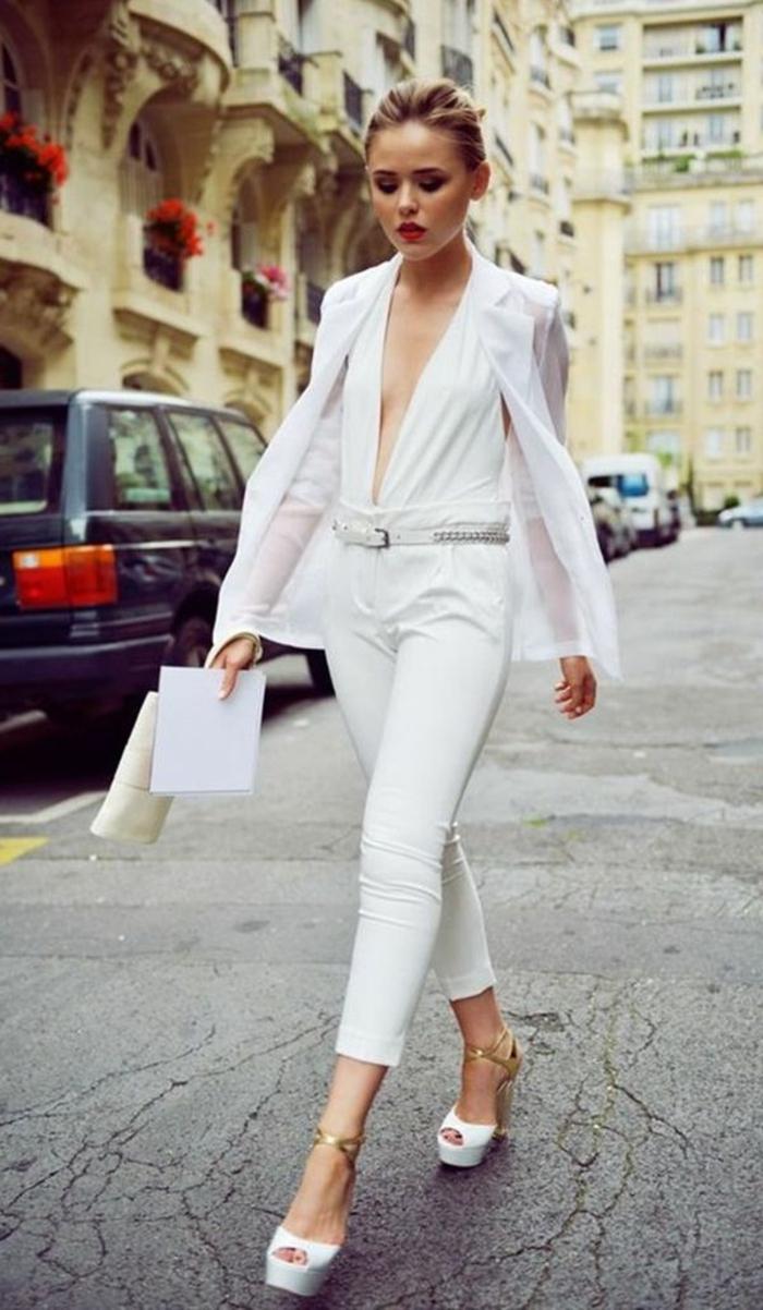 Beau costume femme, comment être une femme bien habillée moderne avec veste transparente et haut en v