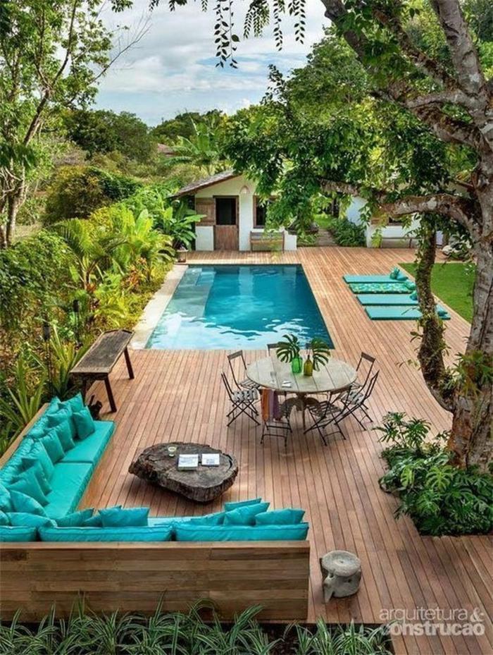 Belle idée piscine terrasse canapé en angle aigue marine, amenagement petite terrasse, décoration jardin extérieur coloré