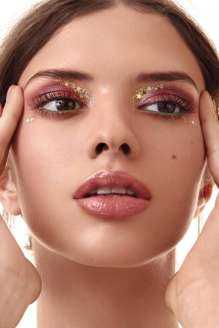 idée de maquillage festival avec gel pailleté, comment se maquiller pour un festival avec ombres à paupières rouges