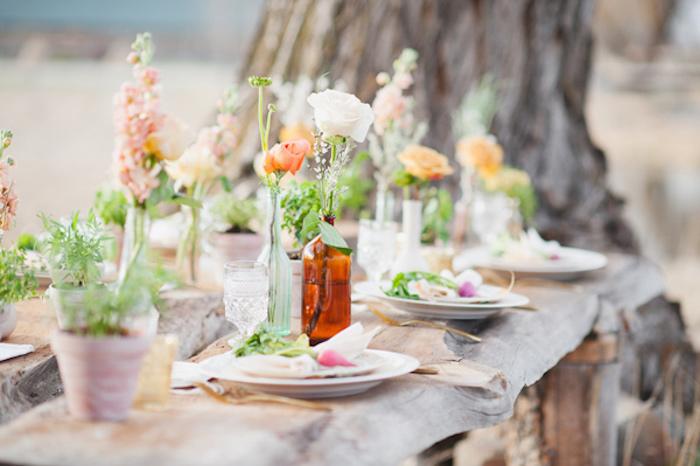 Comment décorer une table en bois extérieur décoration mariage champêtre chic, mariée robe champetre belle