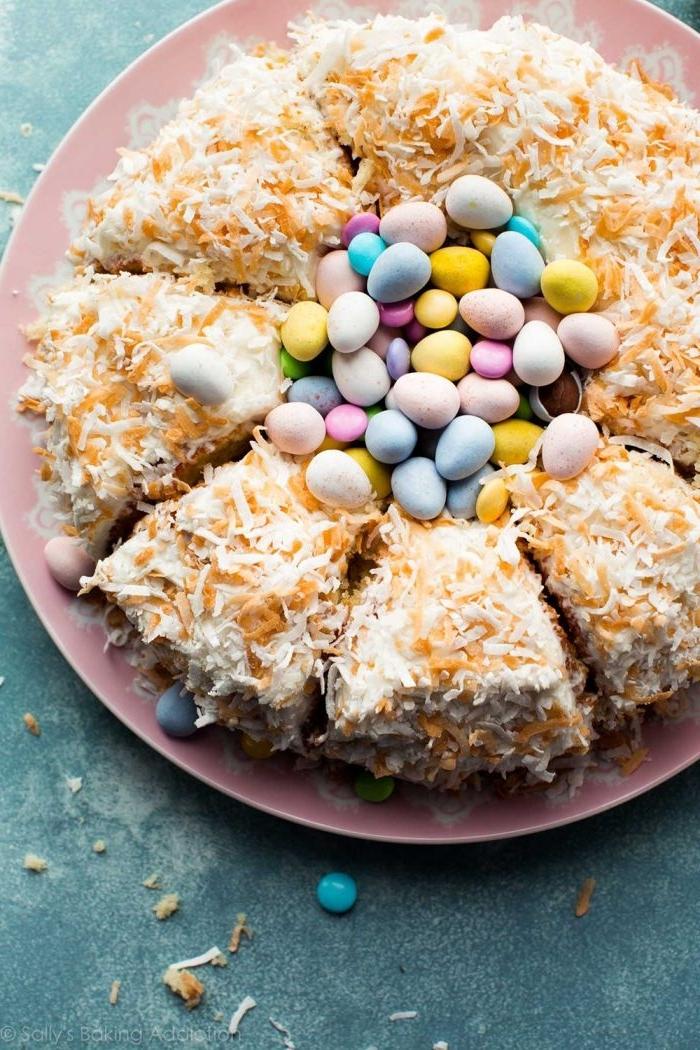 préparer le meilleur gateau de paques facile et moelleux, idée recette dessert de Pâques sous forme de nid décoré avec zeste d'orange