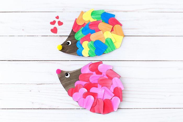 hérissons dans papier décorés de coeurs de papier collés dessus, activité manuelle 3 ans facile