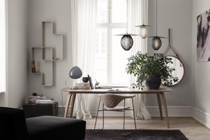 exemple aménagement bureau scandinave ikea dans un coin office à domicile, design espace de travail aux murs gris