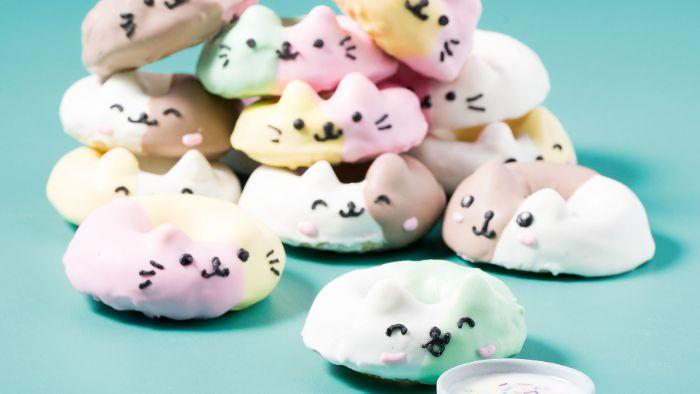 mini donuts kawaii avec glacage arc en ciel et couleur pastel avec des traits de visage noirs