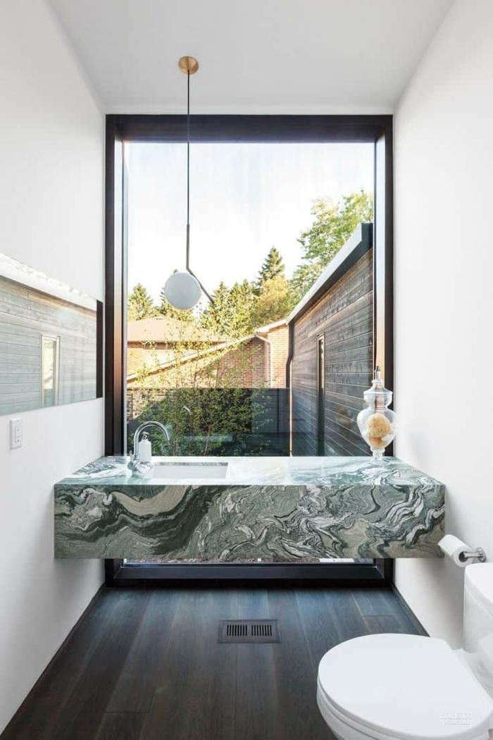 Meuble lavabo en marbre vert, salle de bain vert et blanc originale, amenagement salle de bain, couleur peinture salle de bain verte