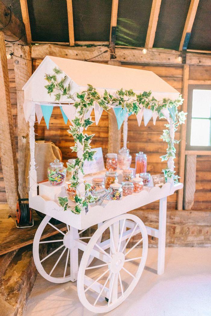 Carroussel mariage boheme chic, mariage en extérieur deco champetre chic, bonbons et sucrés