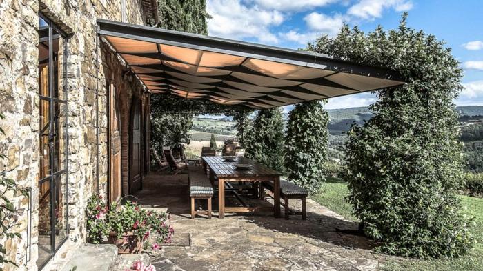 Maison en pierres style italienne aménagement terrasse de jardin, inspiration terrasse moderne