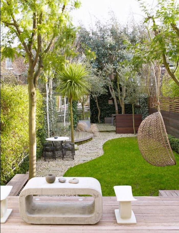 Chaise balançoire peleuse et pierres amenagement terrasse jardin, comment aménager une terrasse