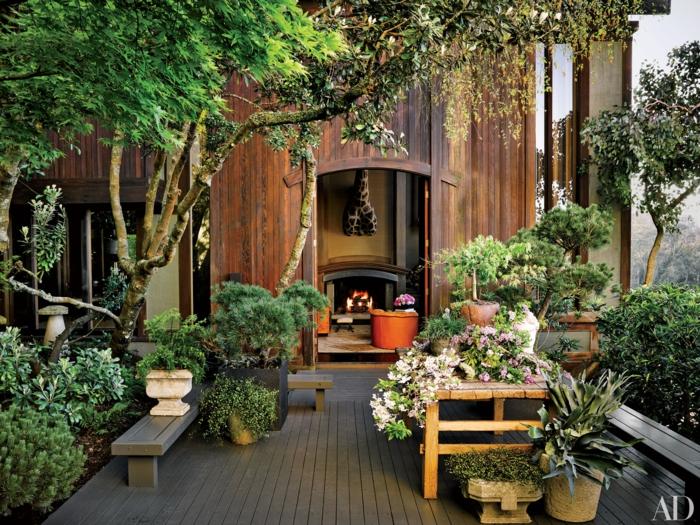 Maison en bois decoration exterieur, amenagement terrasse bois coin bien amenagé arbres et plantes vertes
