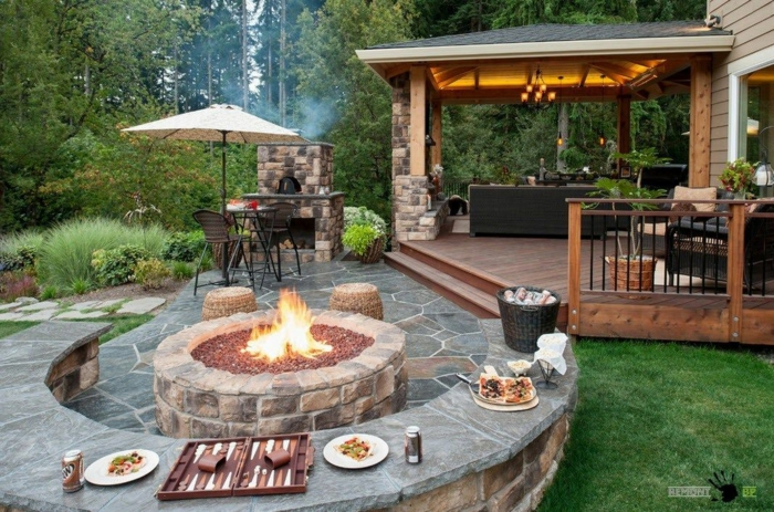 Cheminé extérieur ronde, idée deco terrasse, comment bien aménager une terrasse extérieur meublé