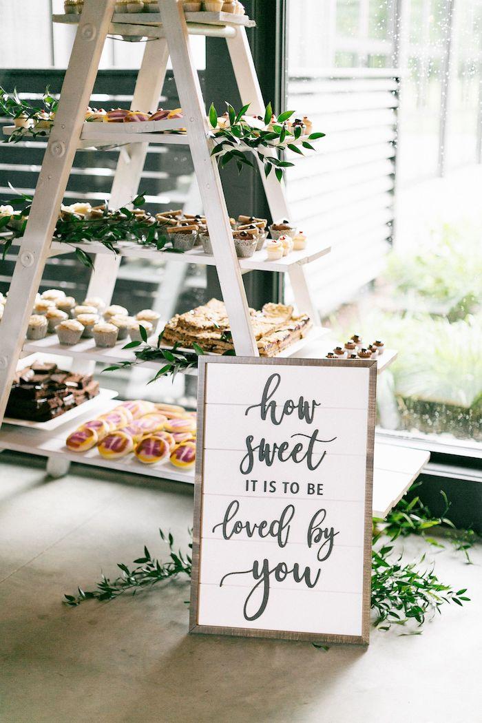 Échelle de rangement avec choses sucrés deco mariage champetre a faire soi-meme, menu mariage champetr