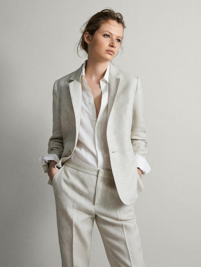 Femme bien habillée en été, lin tailleur habillé pour cérémonie, salopette et veste blanche image tenue femme